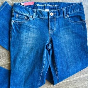 NWT Mossimo Low Rise Bootcut Jeans, Size 9